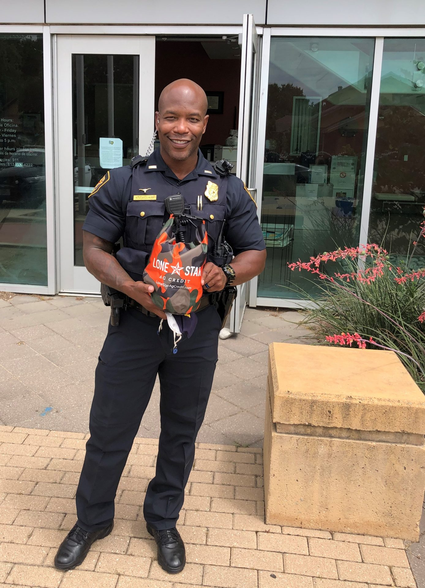 Lone Star Ag Credit providing meals for the Fort Worth Police Department East Division Sergeant Williams.