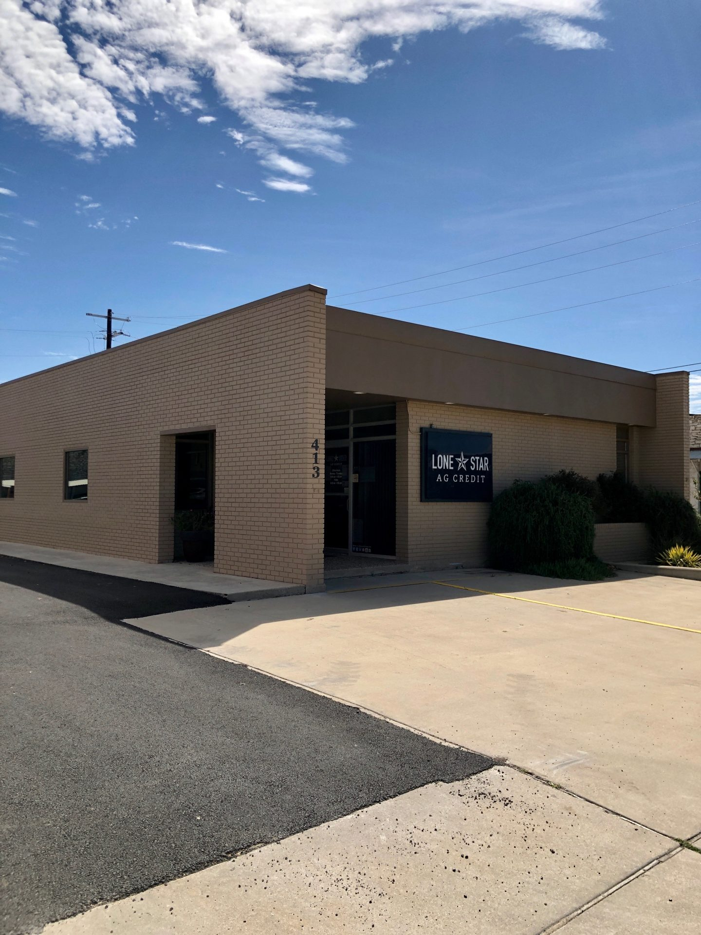 Lone Star Ag Credit Lampasas branch office building.